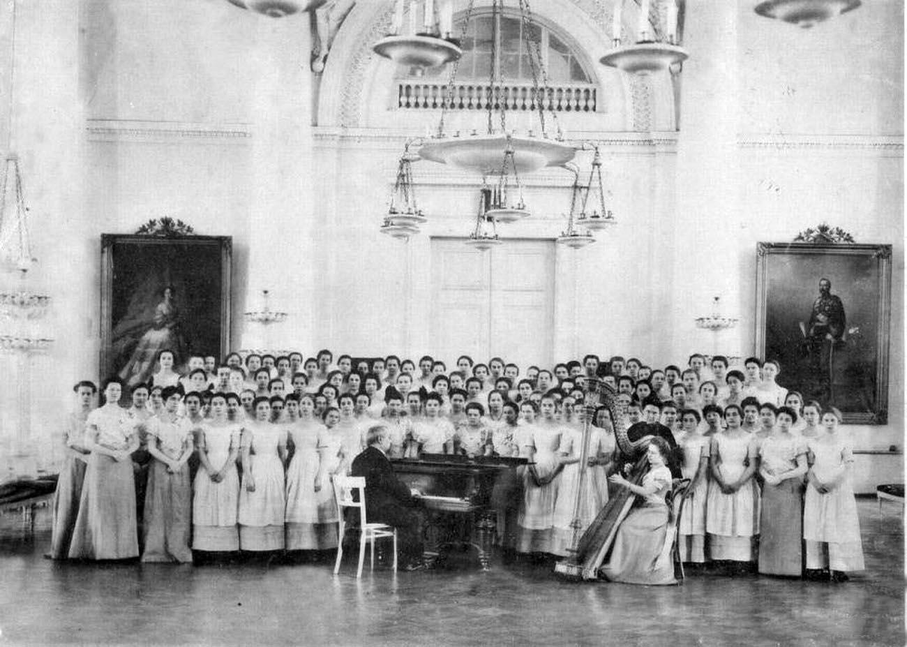 У истоков женского образования в россии