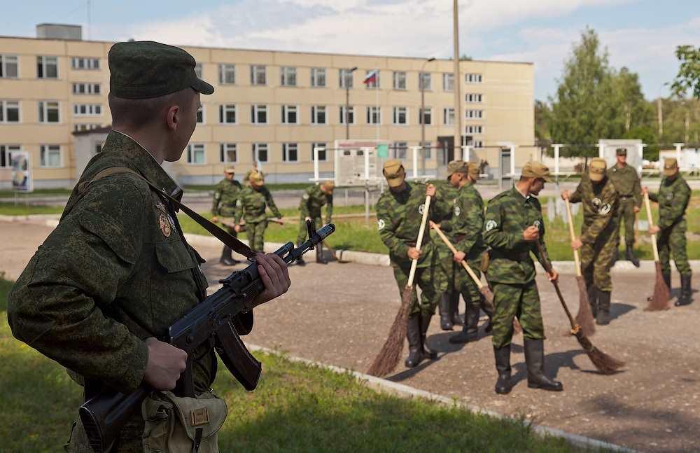 За что в советской армии сажали на «губу»