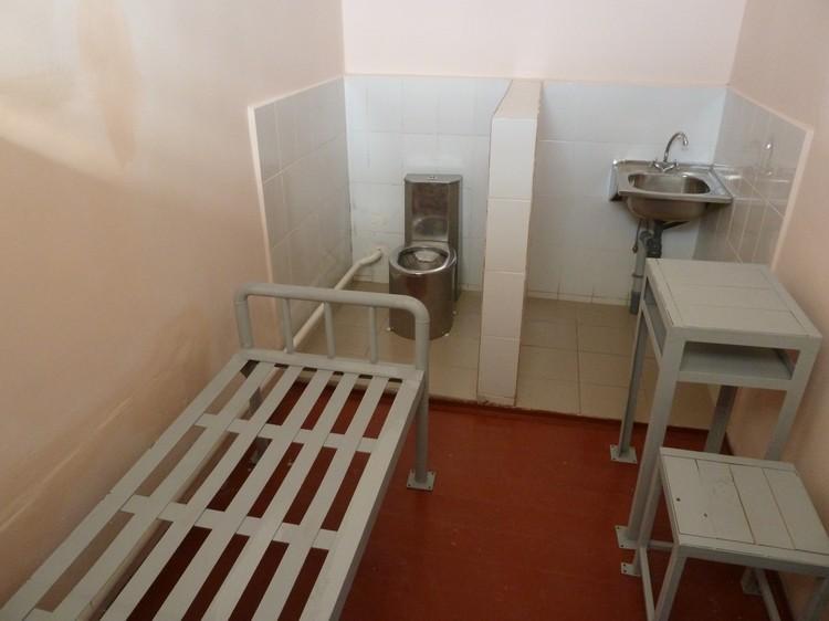 Тюрьма: как вести себя на российских зонах, правила поведения, жизнь заключенных людей, их режим дня, а также фото