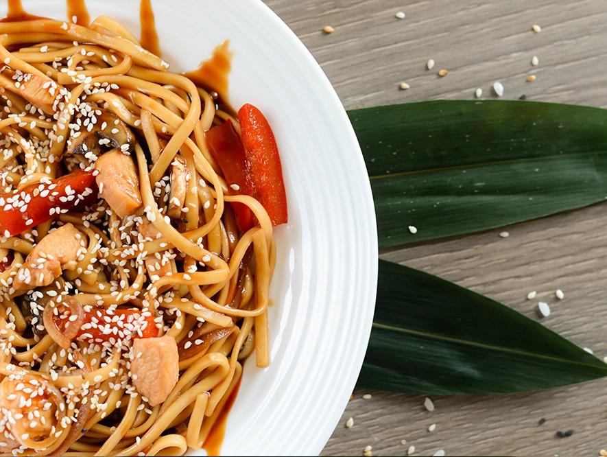 Удон с курицей и овощами – кулинарный рецепт