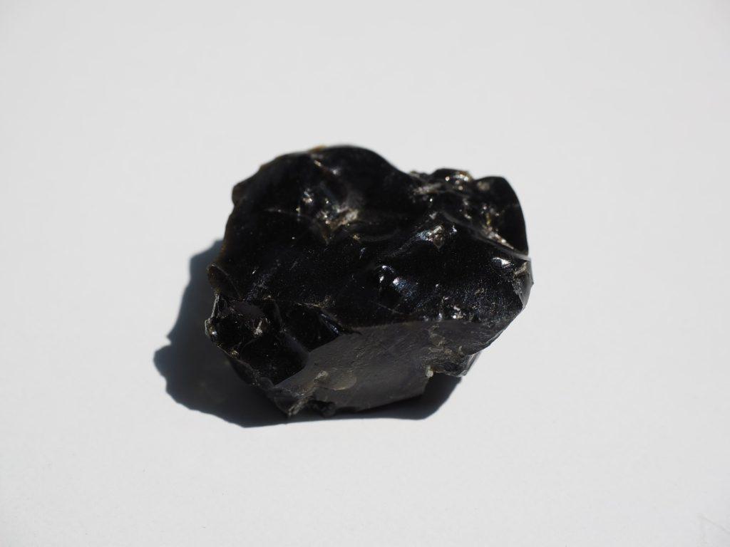 Камень обсидиан, его характеристики и магические свойства