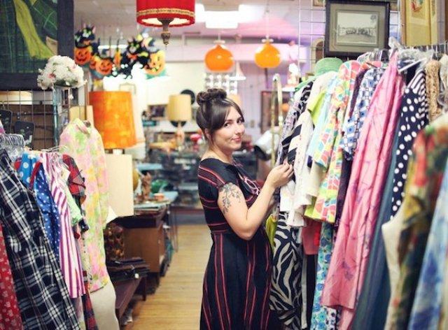 Сток это...? что такое сток? термин сток идёт от слова stock, что означает: запасы, складские остатки, поэтому стоковая одежда - это вещи, которые не удалось продать, это сток и есть.