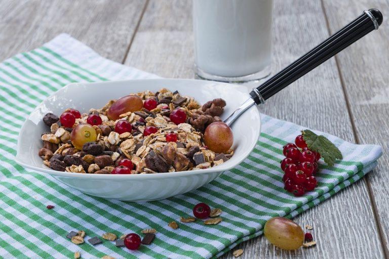 Гранола - что это такое и отличие от мюсли, польза и вред, калорийность и как правильно приготовить дома