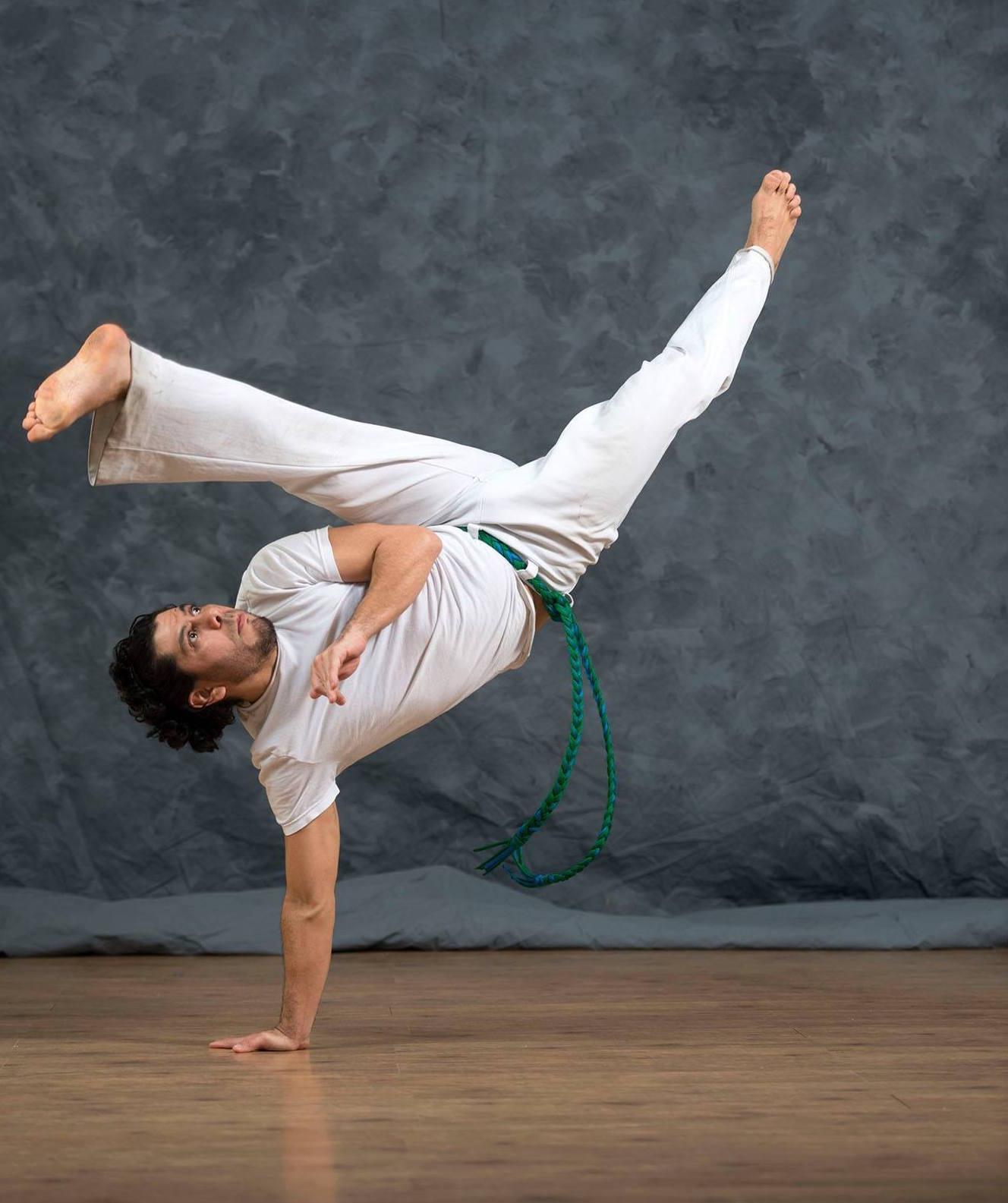 Что такое капоэйра? бразильский боевой танец капоэйра в россии для мужчин, женщин и детей: упражнения для начинающих в домашних условиях
