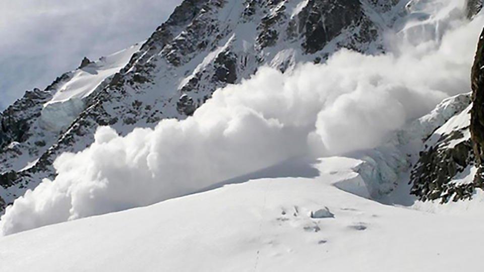 Что такое снежные лавины в горах, причины их возникновения и схода, классификации снежных лавин, влияние погоды на лавинную опасность в горах. | выживание в дикой природе
