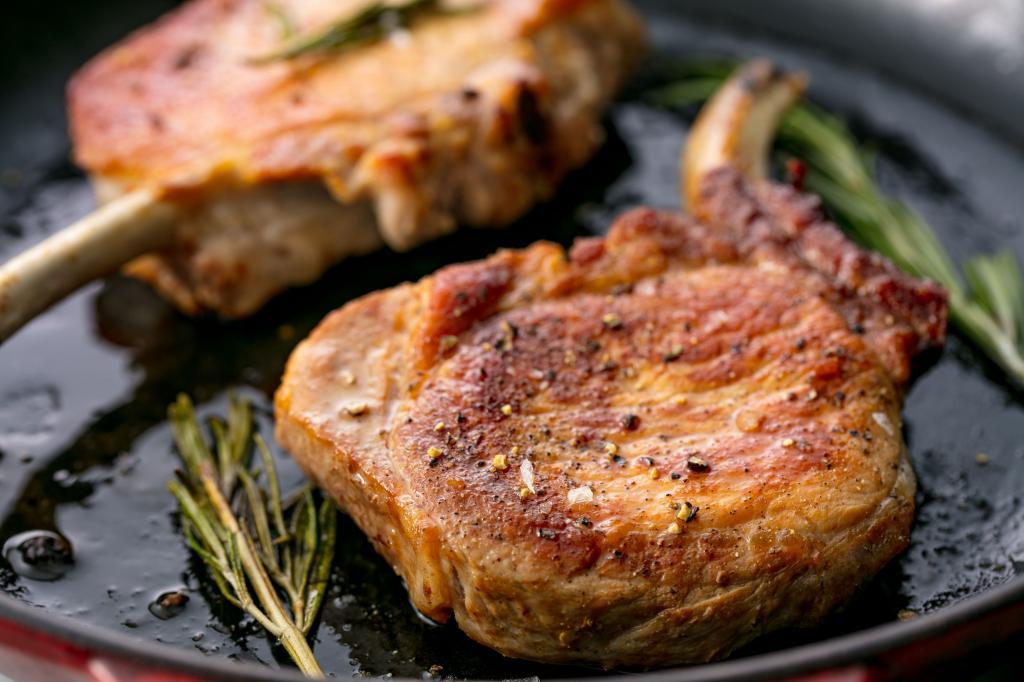 Рецепты приготовления антрекота из различных видов мяса на сковороде и в духовке