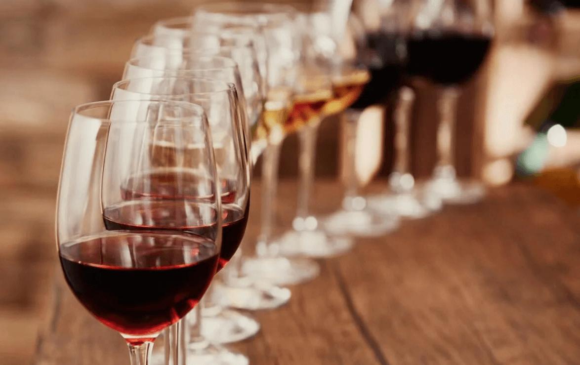 Кто такой сомелье - что это за профессия и чем приходится заниматься дегустатору вин
