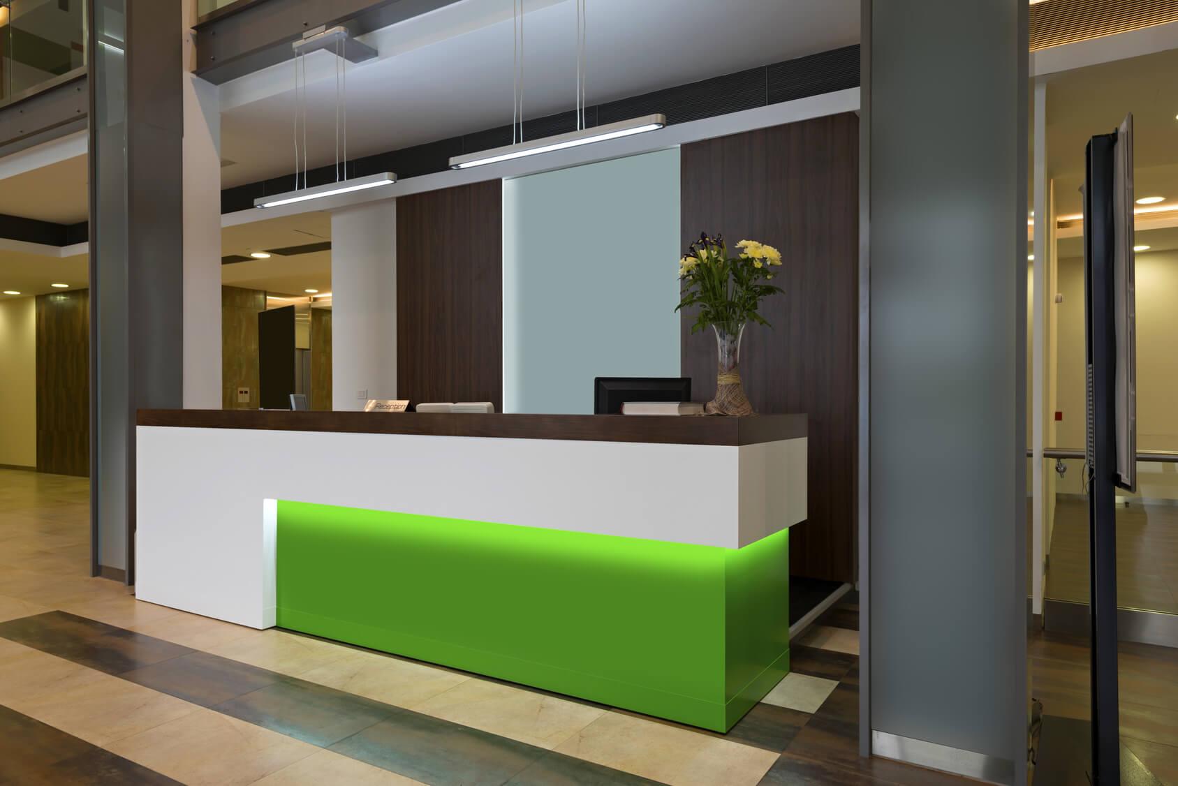 Ресепшн в отелях – правила и исключения — офисная мебель и всё вокруг неё