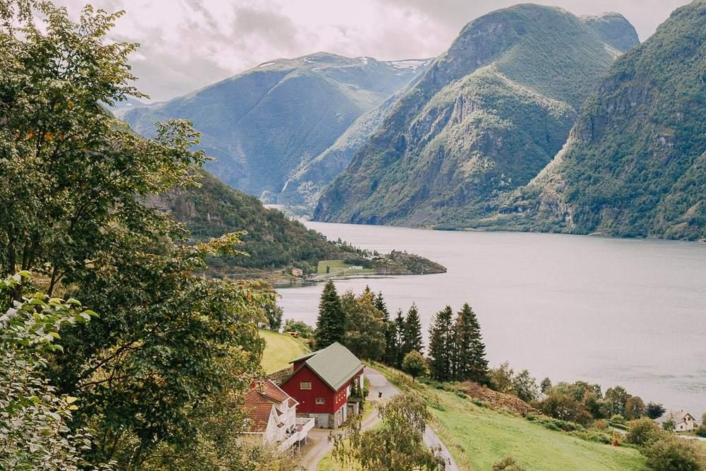 """Подруга жила в норвегии несколько лет. о норвежцах она рассказывала взахлеб: бубнят под нос """"ммм"""", рисуют брови и вообще никогда не нервничают"""