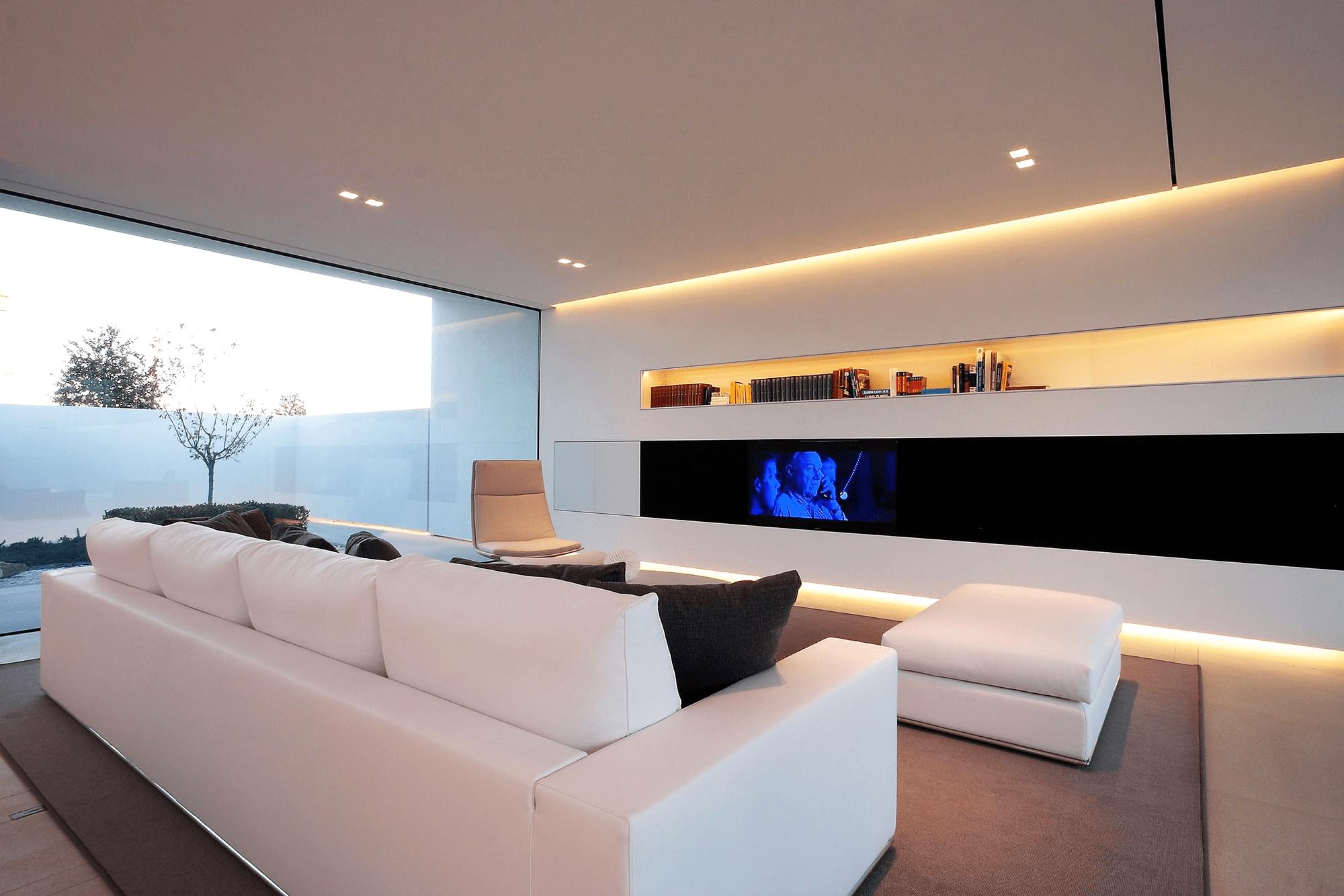 Современная спальня в стиле хай-тек, идеи дизайна 2019