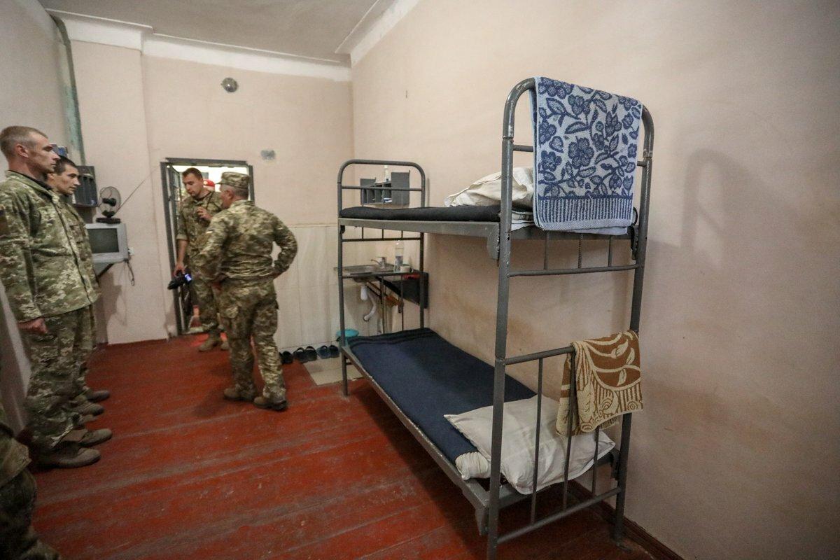 Что такое гауптвахта в армии - преступление и наказание?
