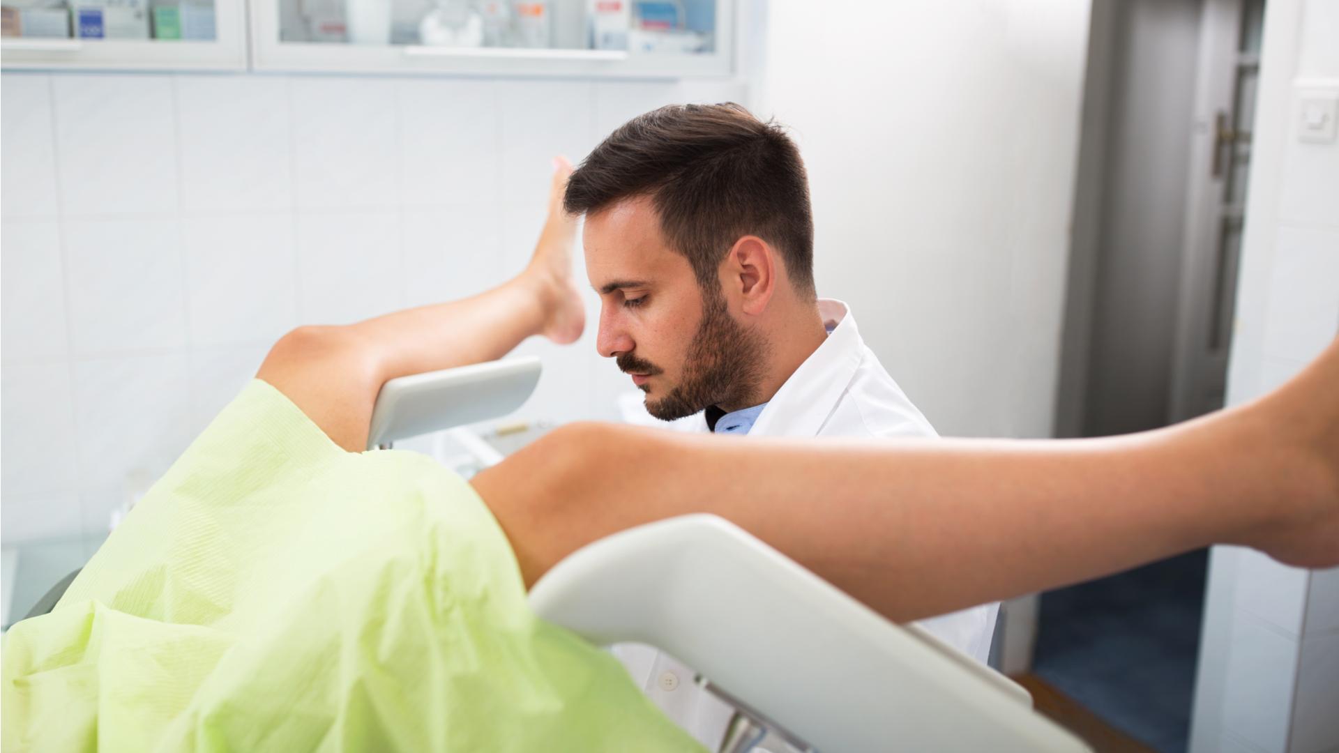 Профессия гинеколог — чем занимается и что лечит, требования и обязанности, зарплата, как стать гинекологом