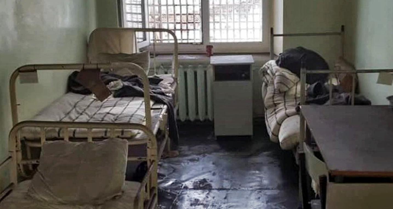 """Что такое """"шконка"""" в тюрьме в 2020 году? кто спит под шконкой?"""