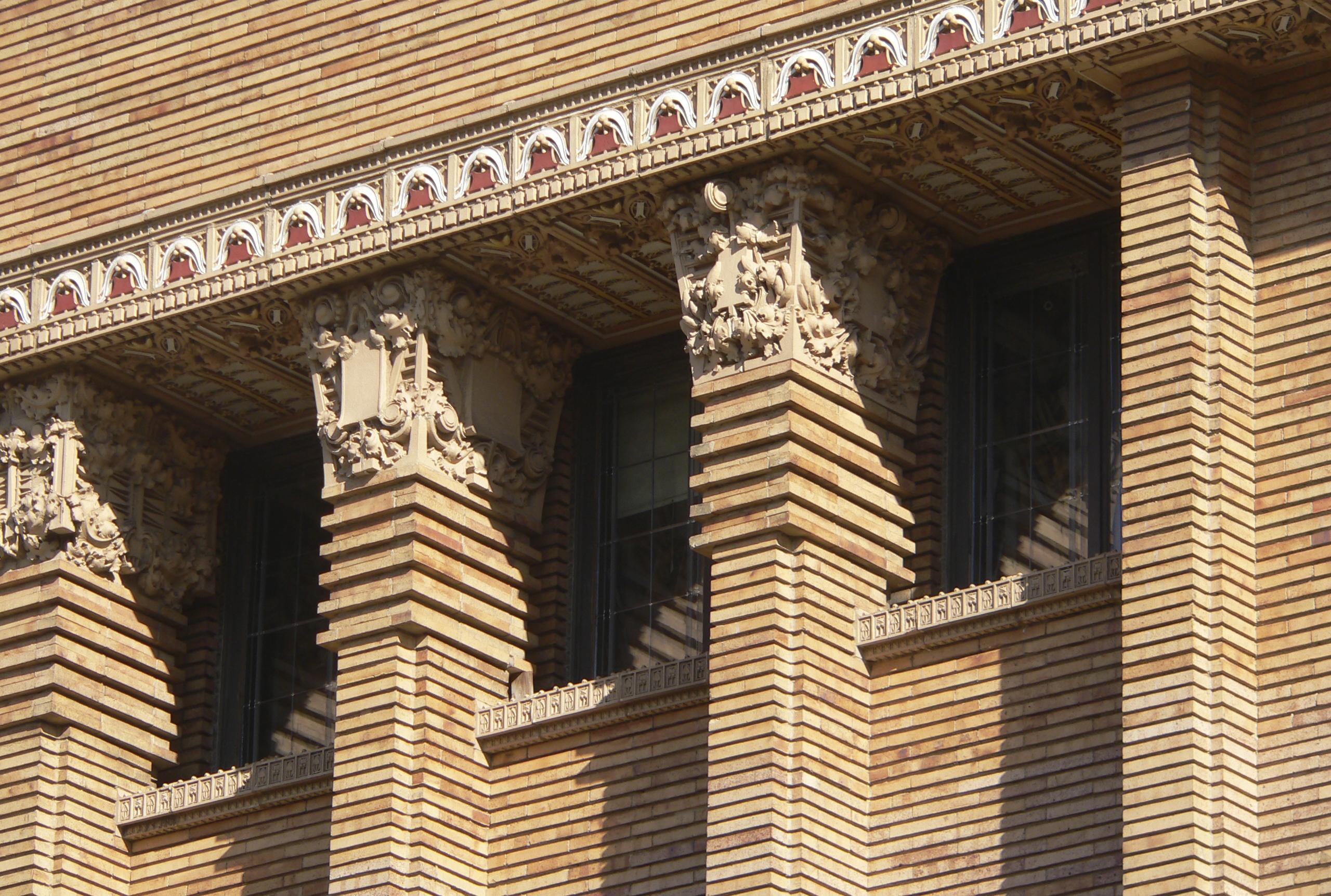 Пилястры на фасаде и в интерьере дома – фото, материалы, купить по лучшей цене