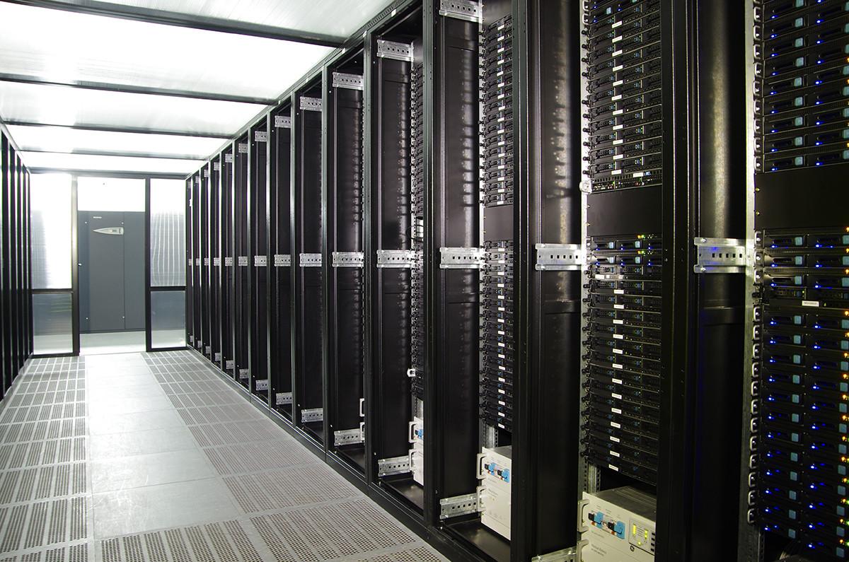 Что такое сервер и чем он отличается от обычного компьютера или хостинга?