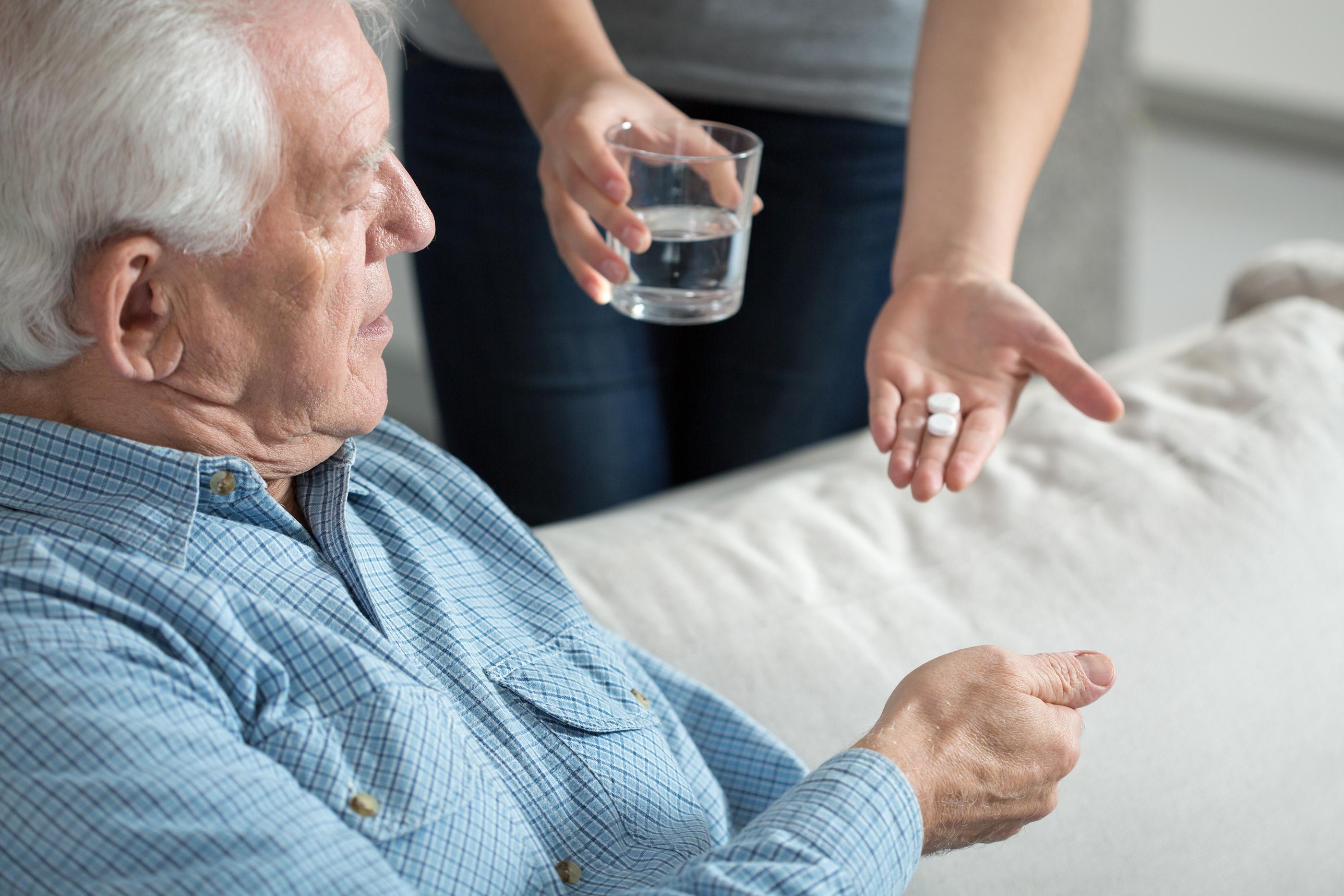 Деменция у пожилых людей - симптомы, лечение, сколько с этим живут