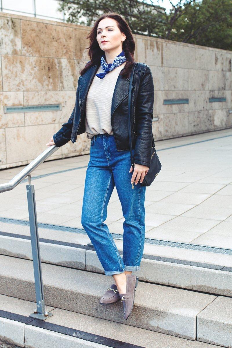 С чем носить джинсы мом фит (mom jeans) осенью и зимой: образы, фото