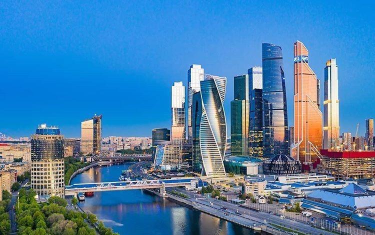 Москва – столица россии и крупнейший город европы.