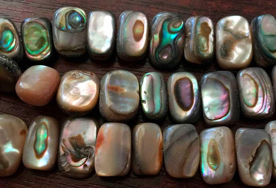 Камень перламутр: свойства, кому подходит по знаку зодиака, ювелирные украшения и уход за ними, отличия натурального минерала от подделки, цвет, цена