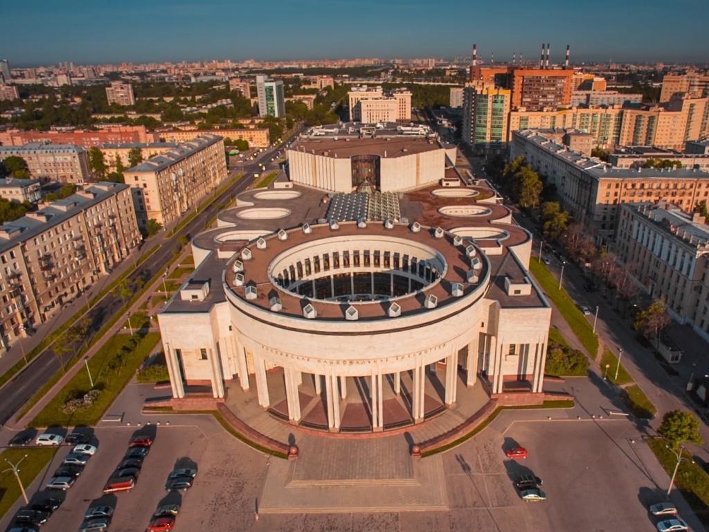 Основные и дополнительные услуги, оказываемые подразделениями российской национальной библиотеки