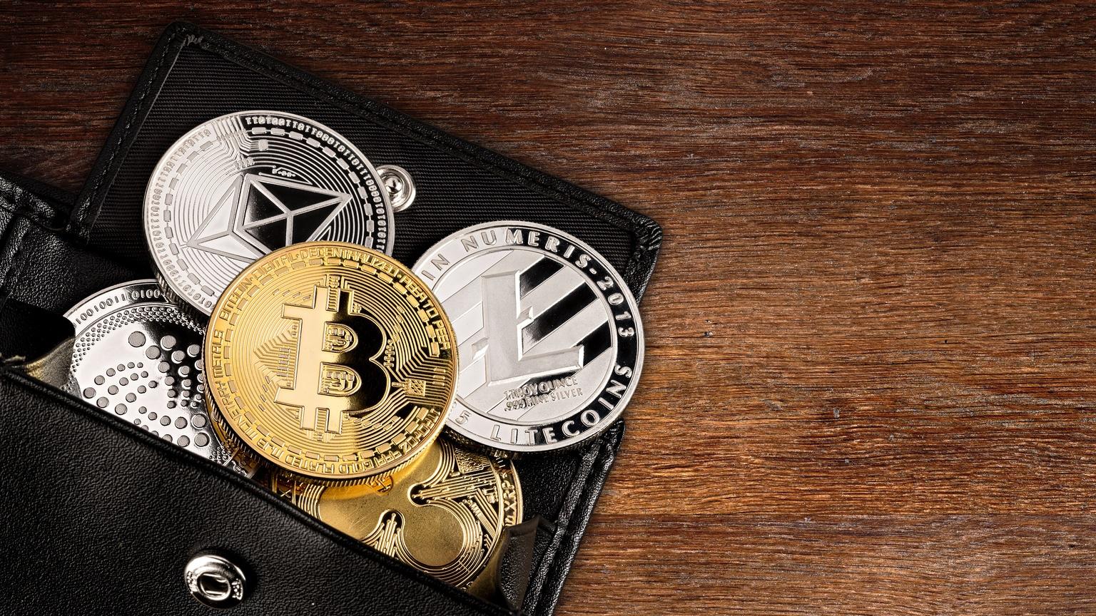 Во что инвестировать: акции или биткоин (криптовалюту)? плюсы и минусы инвестирования