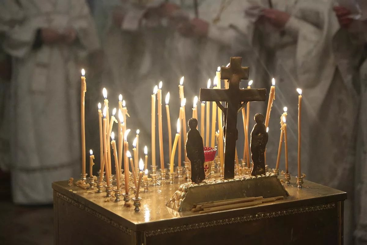 Панихида по усопшим: как помочь душам умерших