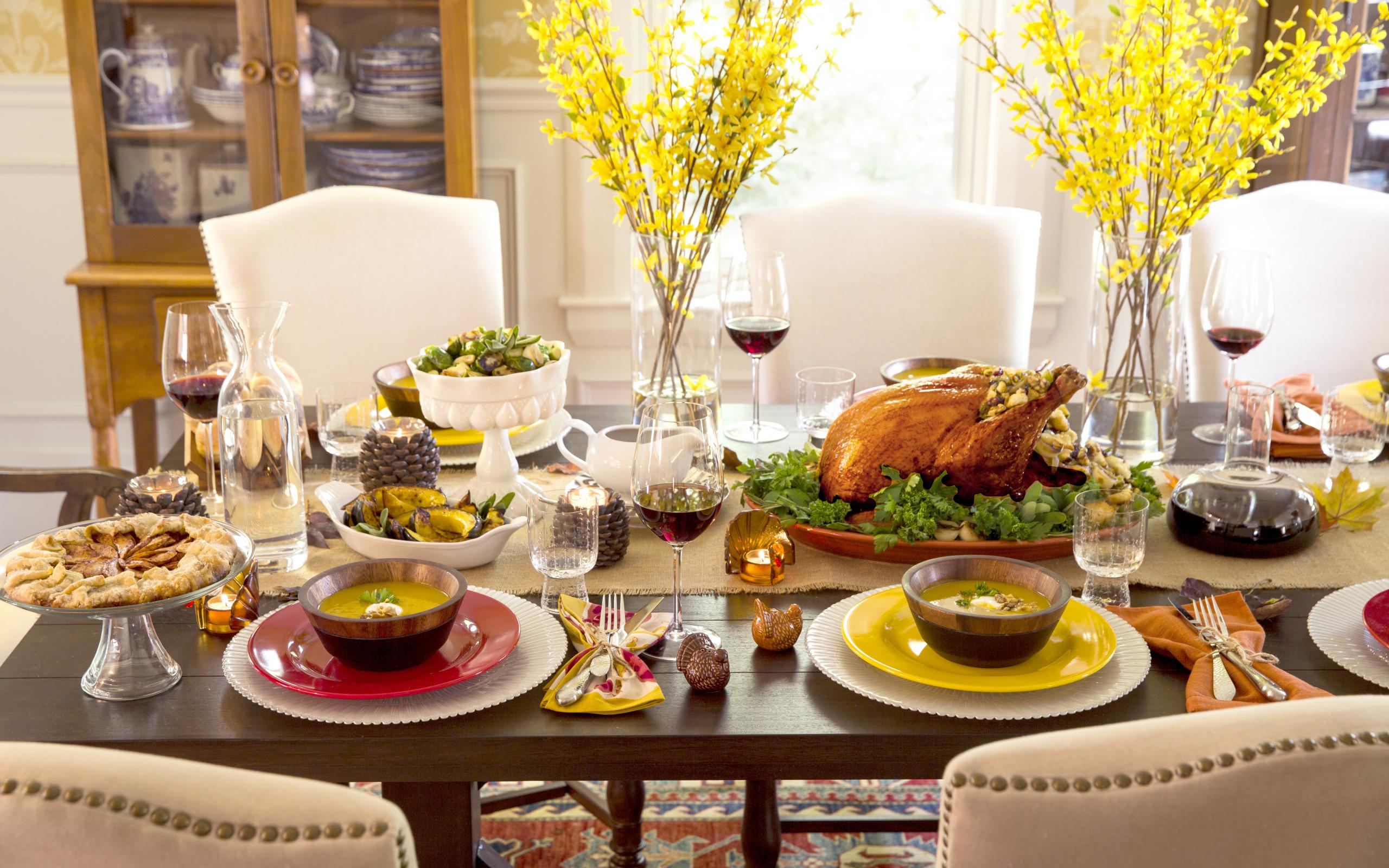 Правила сервировки стола по этикету, выбор посуды и декора