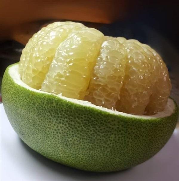 Как правильно есть и чистить фрукт помело