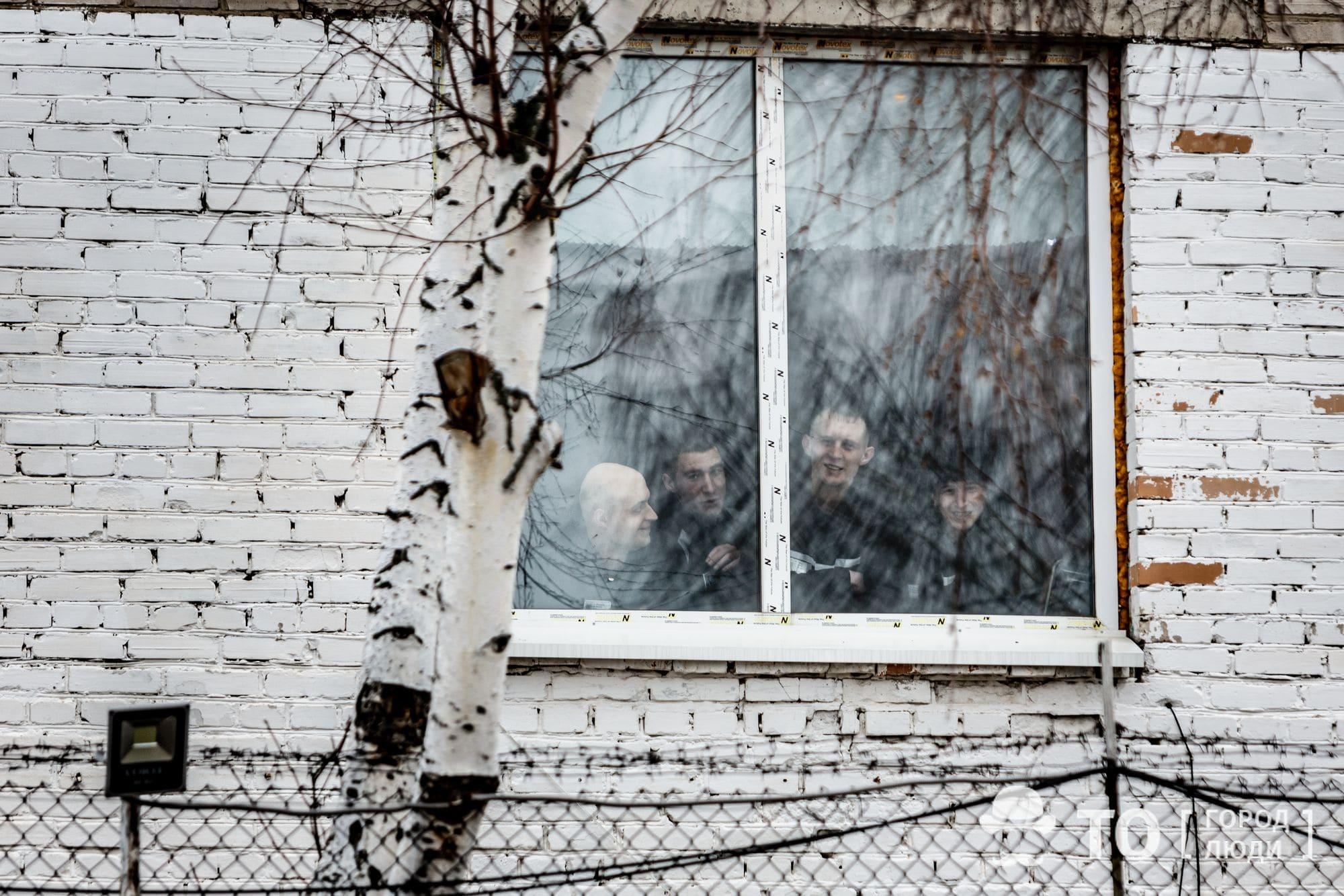 Соседи по неволе: рецидивистов и впервые осужденных разместят рядом