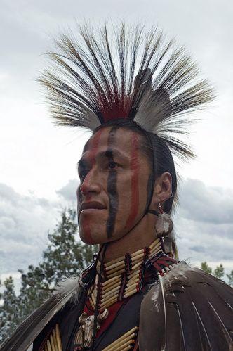Мужская стрижка ирокез: смелый и стильный тренд сезона