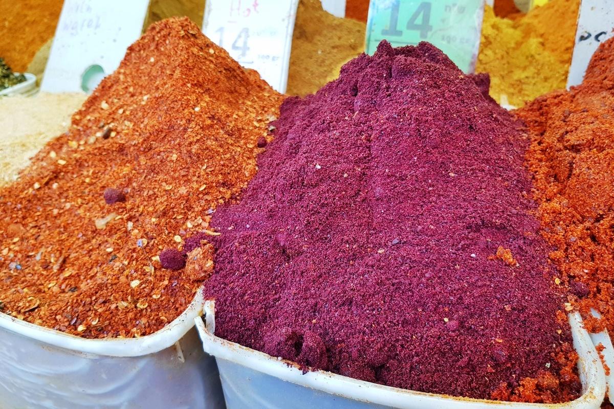 Приправа сумах: что это такое и применение специи в кулинарии для подкисления и подкрашивания блюд