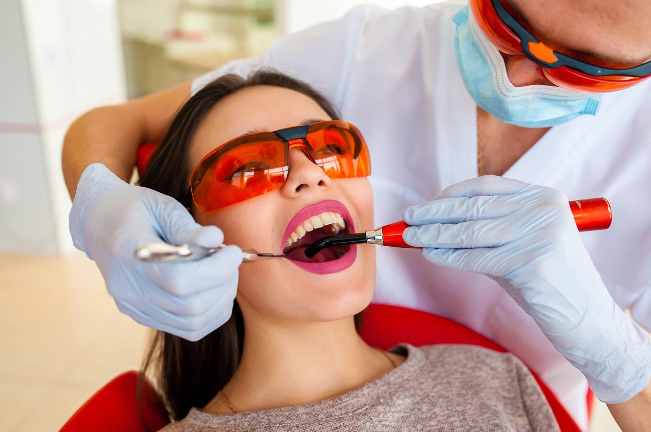 Как и для чего проводится санация полости рта?