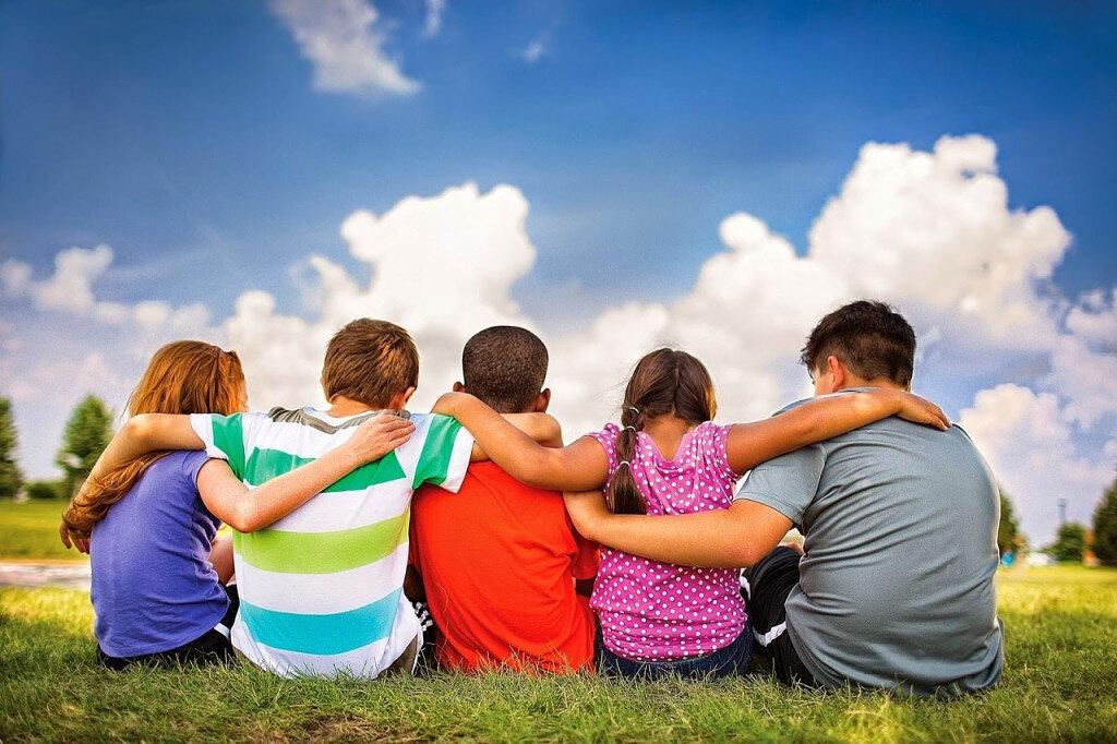 Что такое дружба: какая бывает и почему так важна, чем друг отличается от товарища