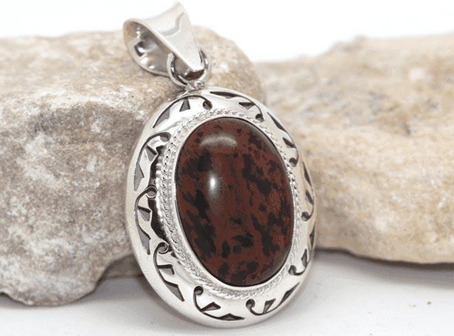 Обсидиан: какому знаку зодиака подойдут свойства этого камня?
