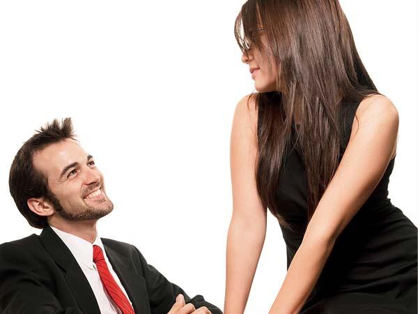 10 способов жёсткого флирта, которыми сведешь мужчину с ума :: инфониак