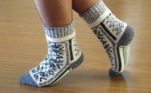 Мужские носки (53 фото): как выбрать спортивные, летние капроновые, термоноски, хлопковые и вязаные, кожаные и бамбуковые?