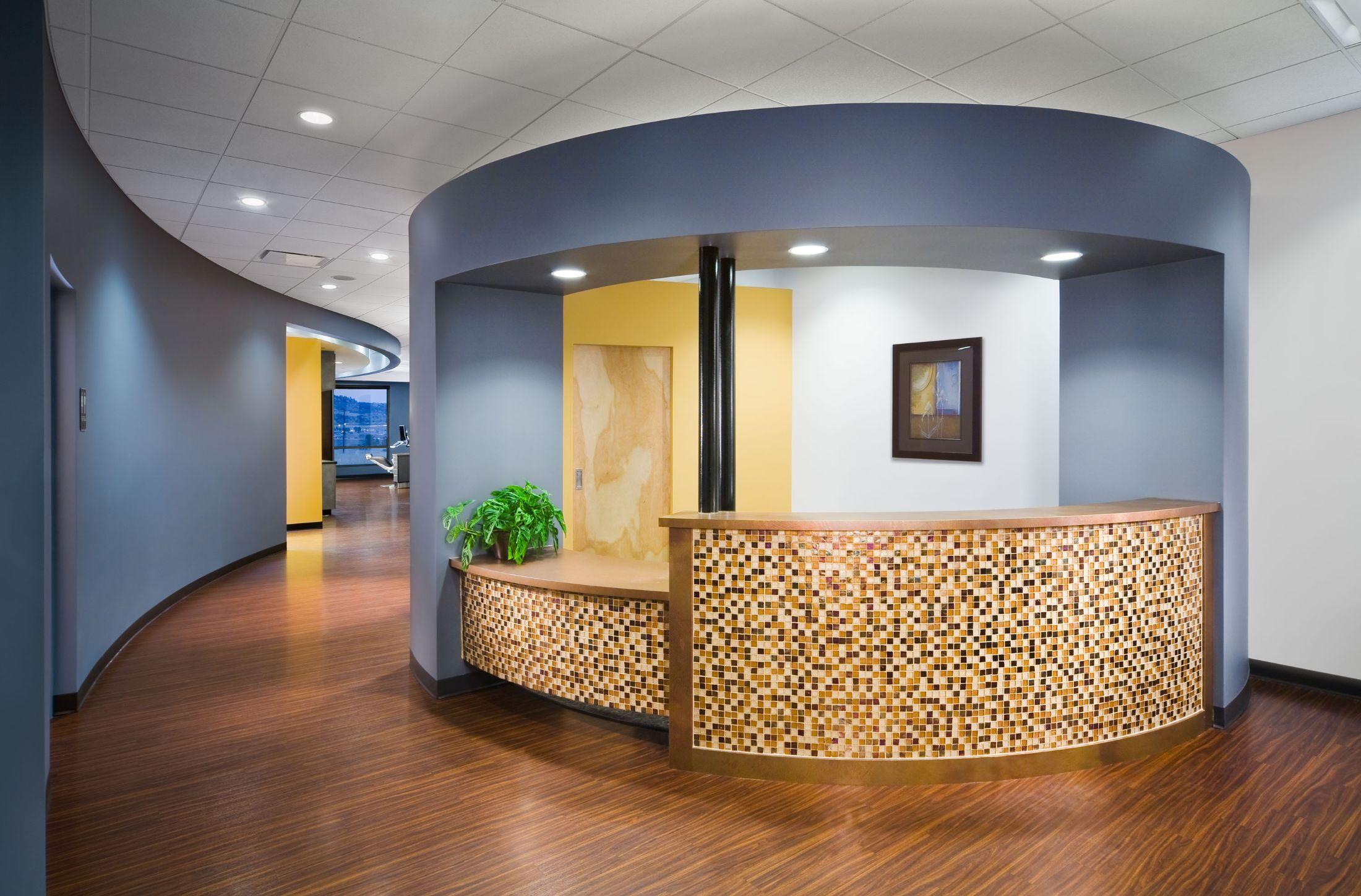 Дизайн ресепшен стоматологической клиники