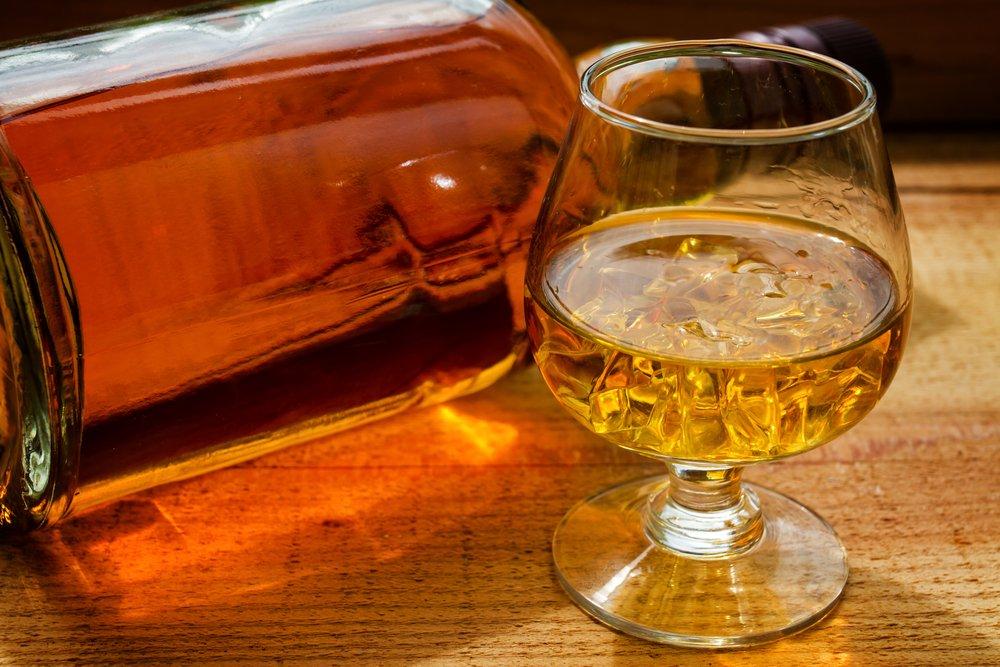 Как правильно пить бурбон: чем запивать и закусывать
