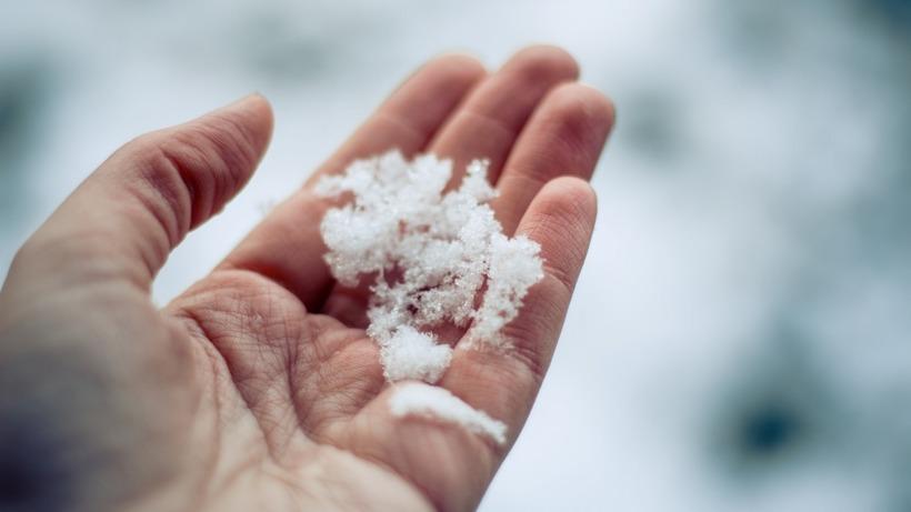 Что такое снег, как образуются снежинки? почему снег скрипит под ногами - детская онлайн энциклопедия «хочу всё знать»