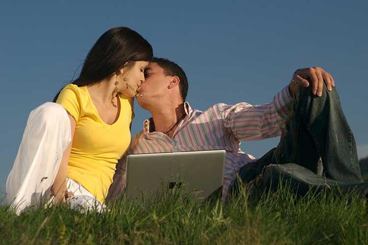 Вот о чём говорят 15 самых распространенных видов поцелуев. теперь я понимаю партнера без слов.