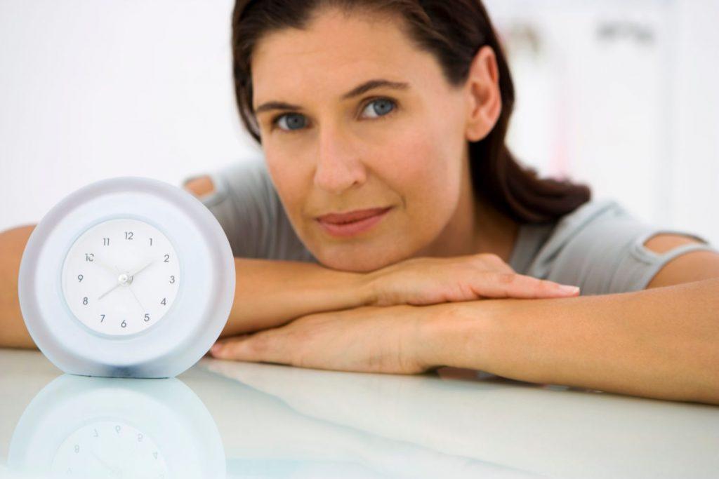 Приливы жара у женщин, не связанные с менопаузой: причины, симптомы, лечение