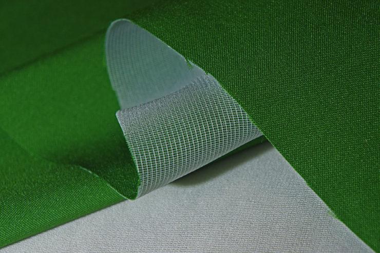 Характеристики флизелиновых обоев, особенности их состава, советы по уходу