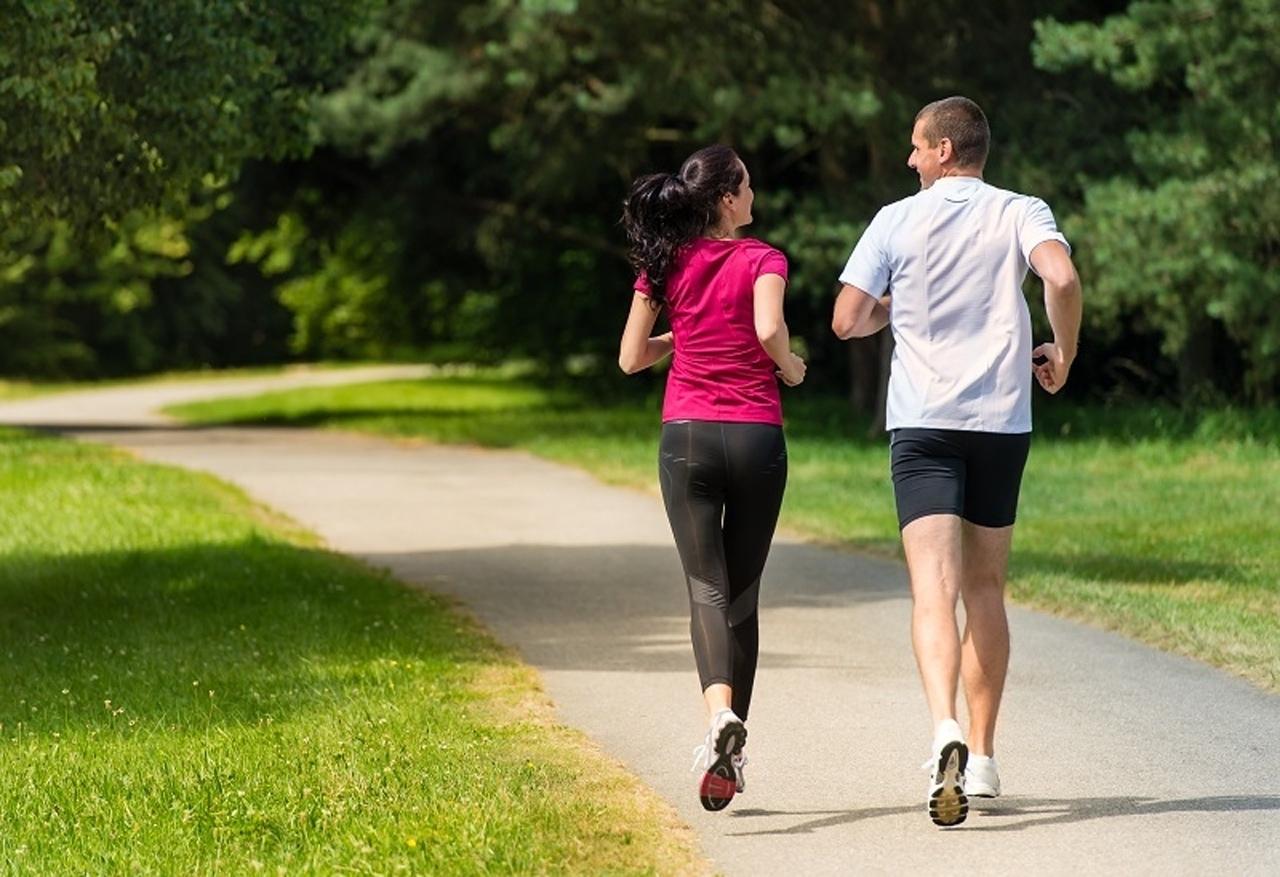 Польза бега трусцой: для фигуры, суставов, вечером, по утрам, вред