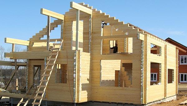 Строительство загородных домов из клееного бруса: особенности и выгоды технологии, виды материала и цены жилья