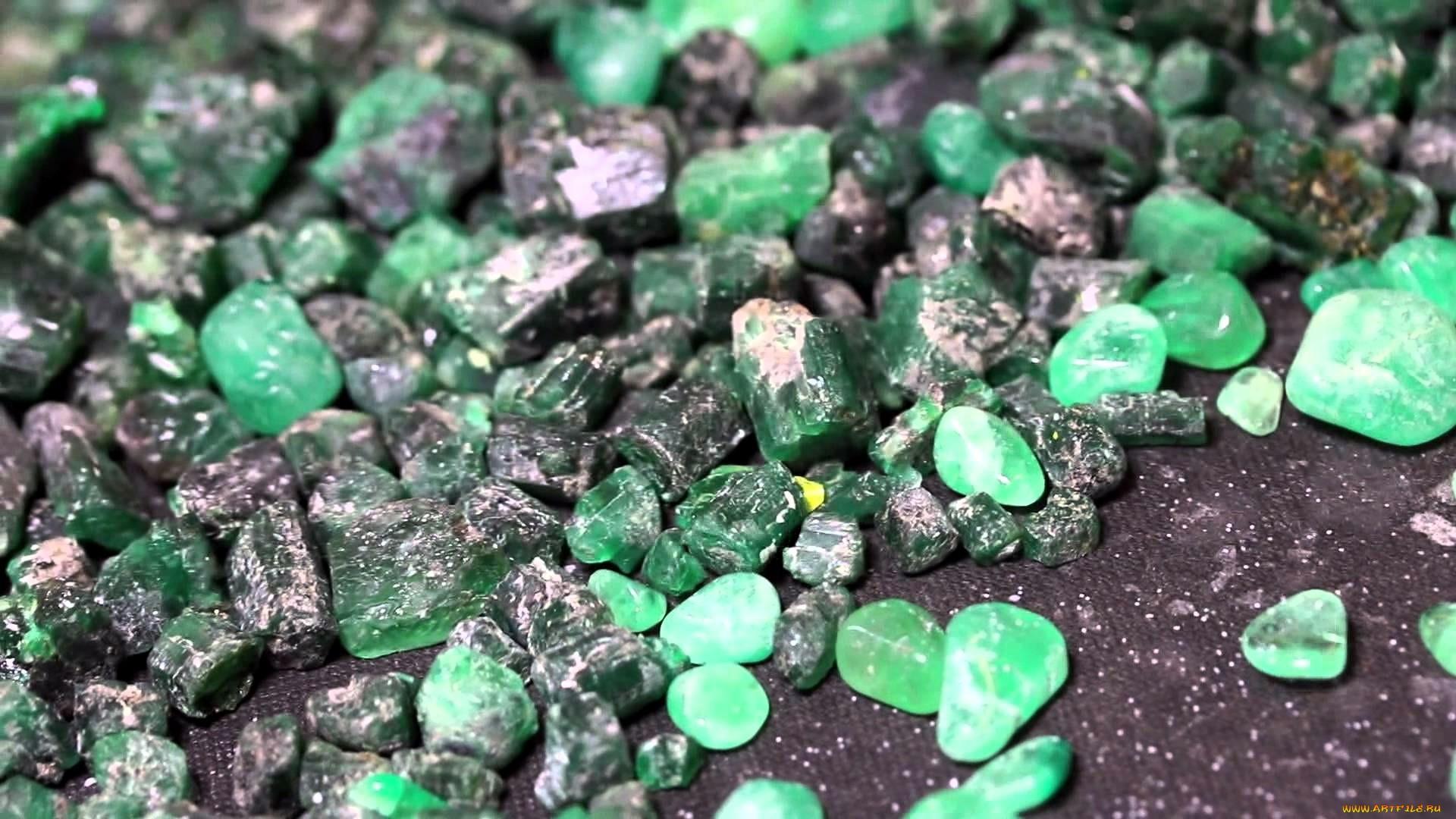 Кому подходит фианит: магические свойства камня