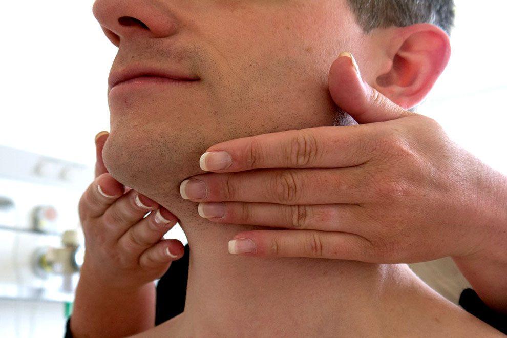 Заднешейные лимфоузлы: расположение, причины и симптомы воспаления