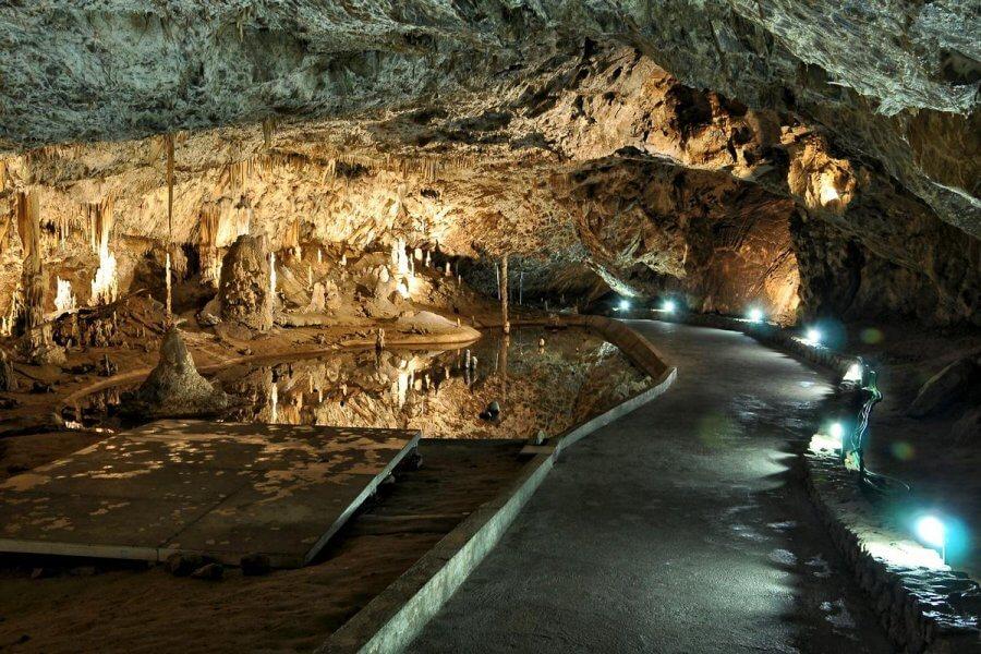 Опасные геологические процессы – карст.