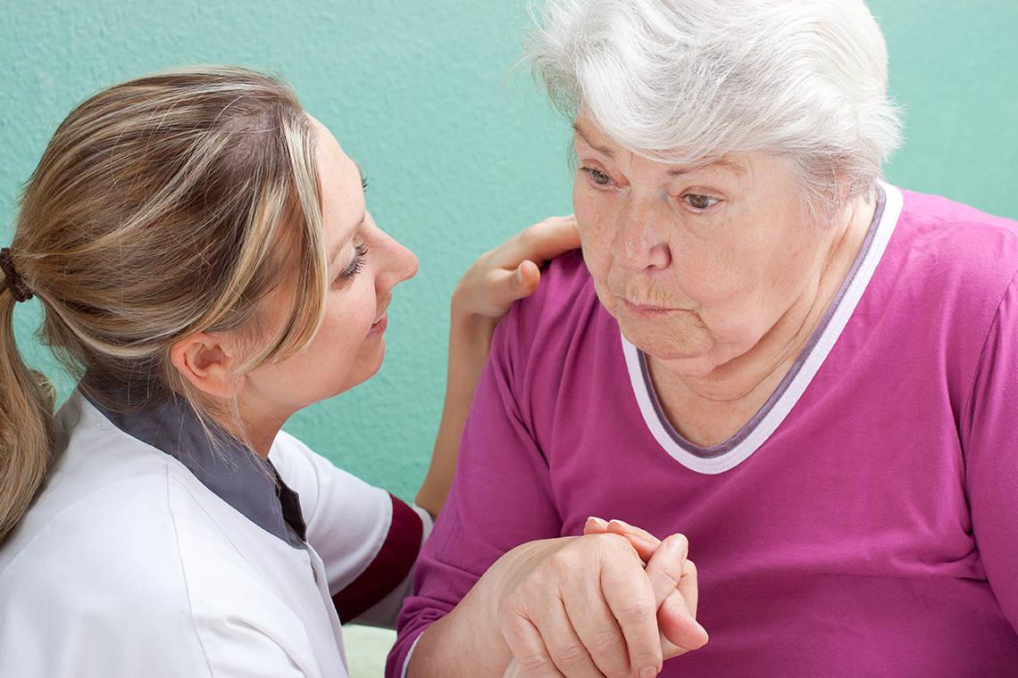 Деменция у пожилых людей, ее симптомы и лечение