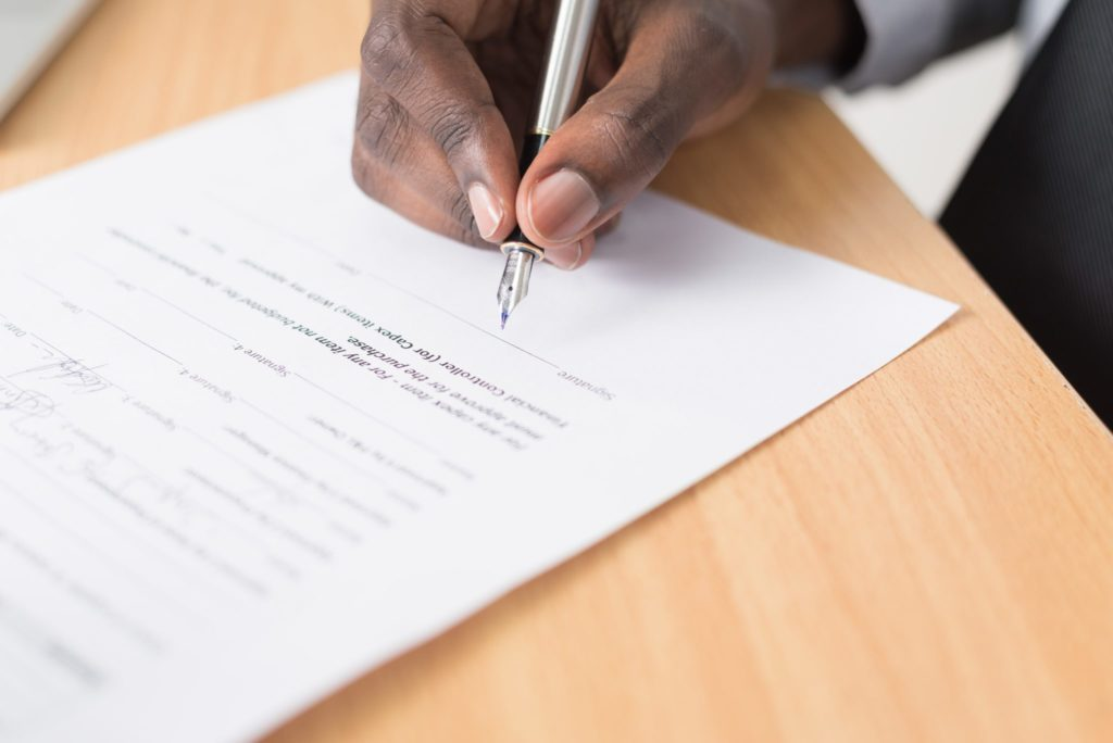 Чем занимается нотариус простым языком: права и обязанности