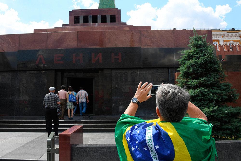 Мавзолей ленина – усыпальница рядом с кремлевской стеной